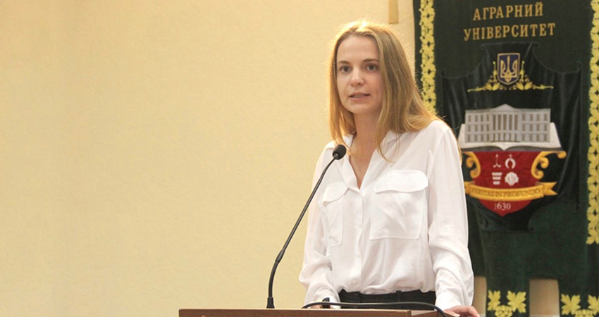 Presenter of the seminar – Yelyzaveta Bataieva is a specialist of the Scientific and Educational Centre